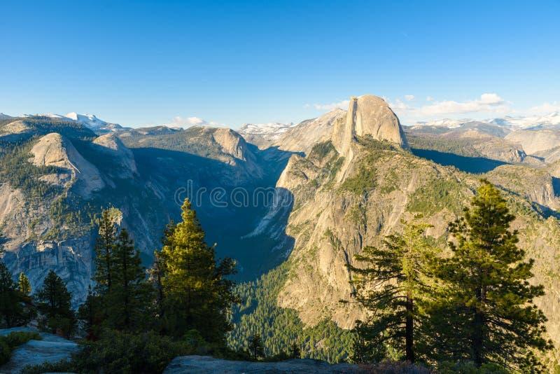 Przyrodnia kopuły skała, dolina od lodowa punktu i - panorama widoku punkt przy Yosemite parkiem narodowym w Sierra Nevada, Kalif zdjęcia stock