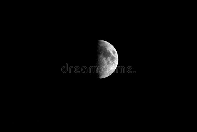 Przyrodnia księżyc w ciemności dla tła obraz royalty free
