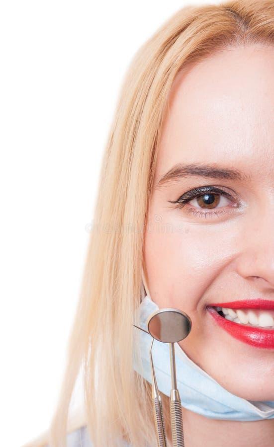 Przyrodnia twarz dentysta kobieta z seksownym uśmiechem fotografia stock