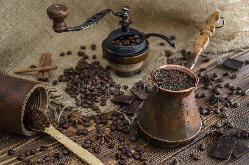 Przyrząda i składniki dla robić kawie obrazy royalty free