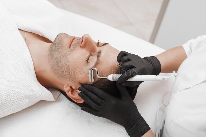 Przyrz?d jest twarzowym kosmetologi? fotografia stock