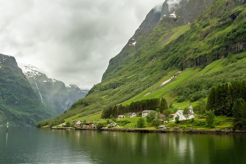 Przysiółek na krawędzi Fjord zdjęcie royalty free