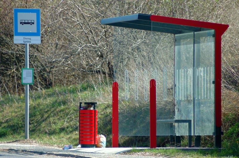Przystanek autobusowy z informacji deską zdjęcie royalty free