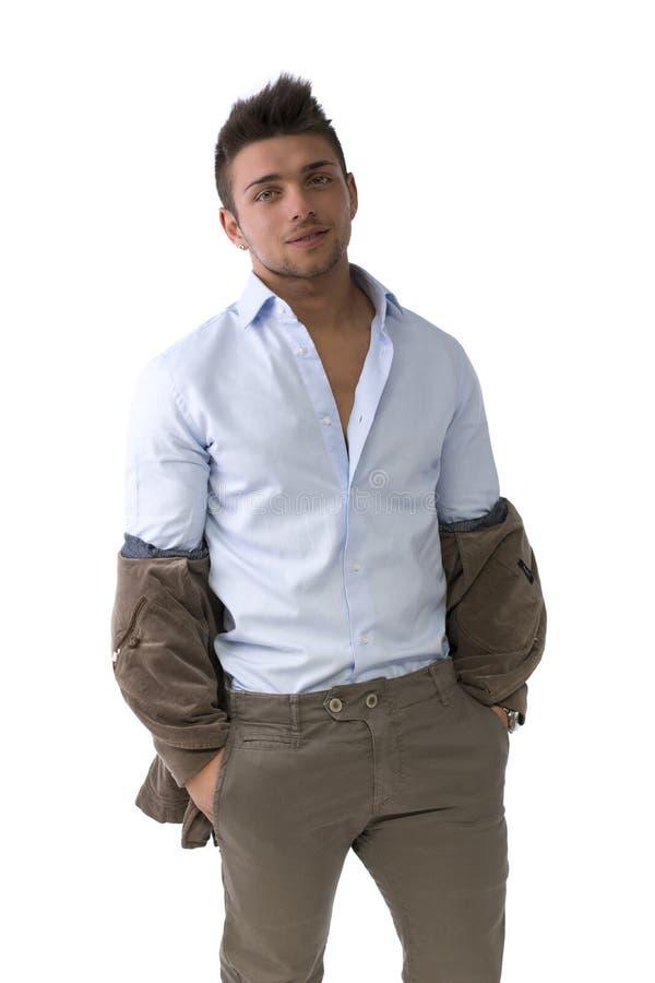 Przystojna młody człowiek pozycja z kurtka ciągnącym puszkiem zdjęcie royalty free