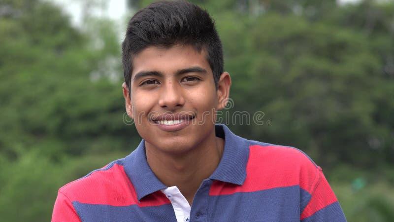 Przystojna Nastoletnia chłopiec ono Uśmiecha się W parku fotografia stock