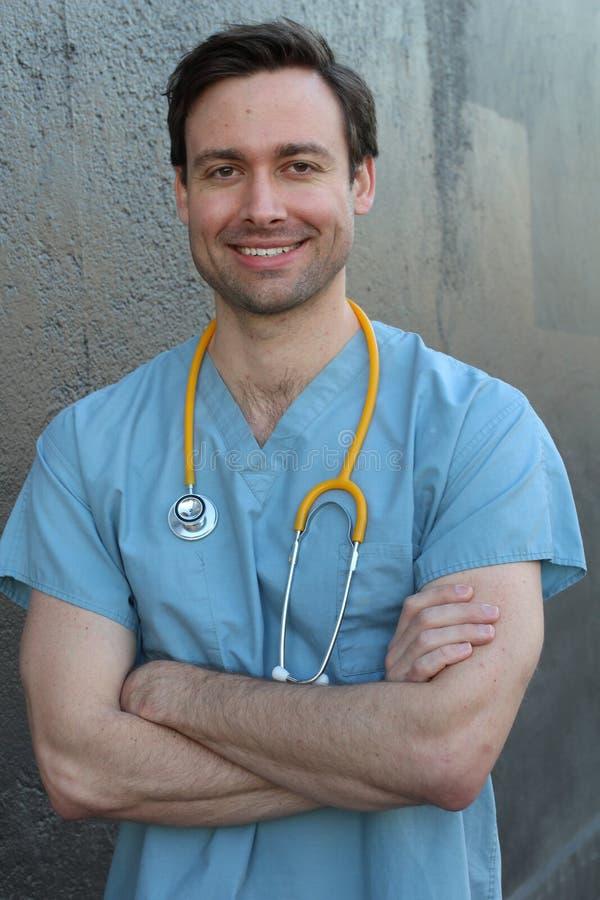 Przystojna pielęgniarka uśmiechnięta i roześmiana fotografia royalty free