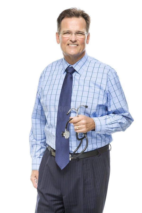 Przystojna Uśmiechnięta samiec lekarka z stetoskopem na bielu zdjęcia royalty free