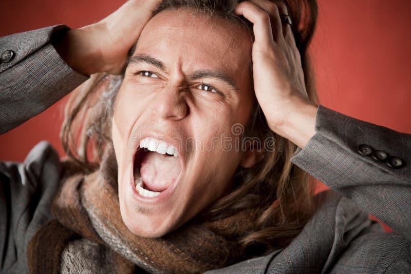 przystojnego mężczyzna krzyczący potomstwa fotografia stock