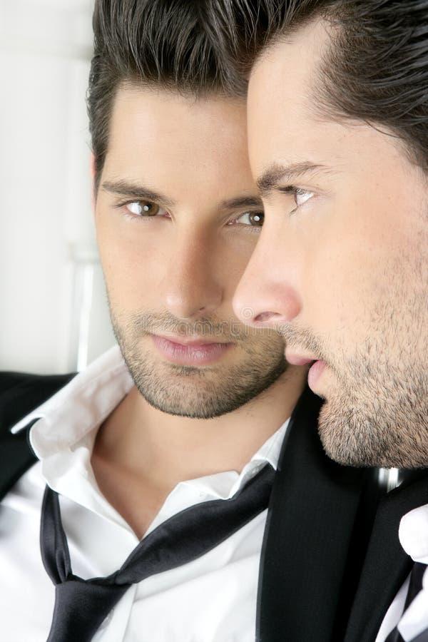 przystojnego przyglądającego mężczyzna lustra narcystyczni potomstwa obrazy royalty free