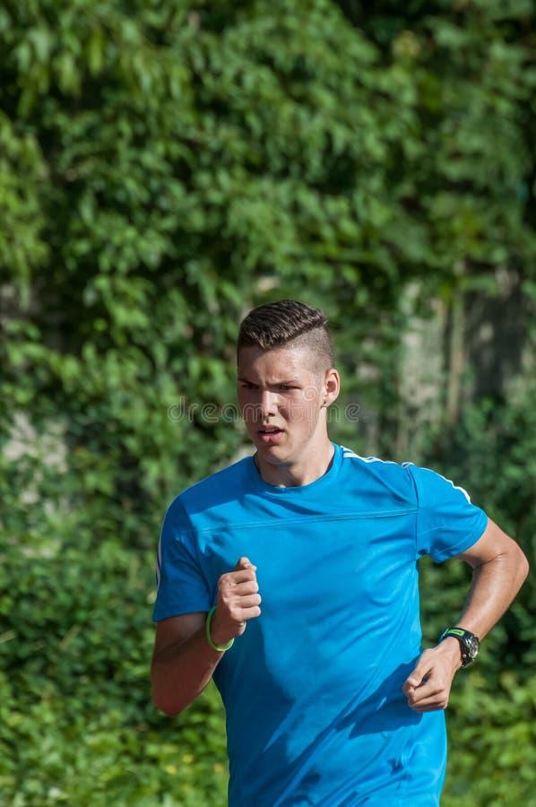 Przystojny atleta bieg obrazy stock