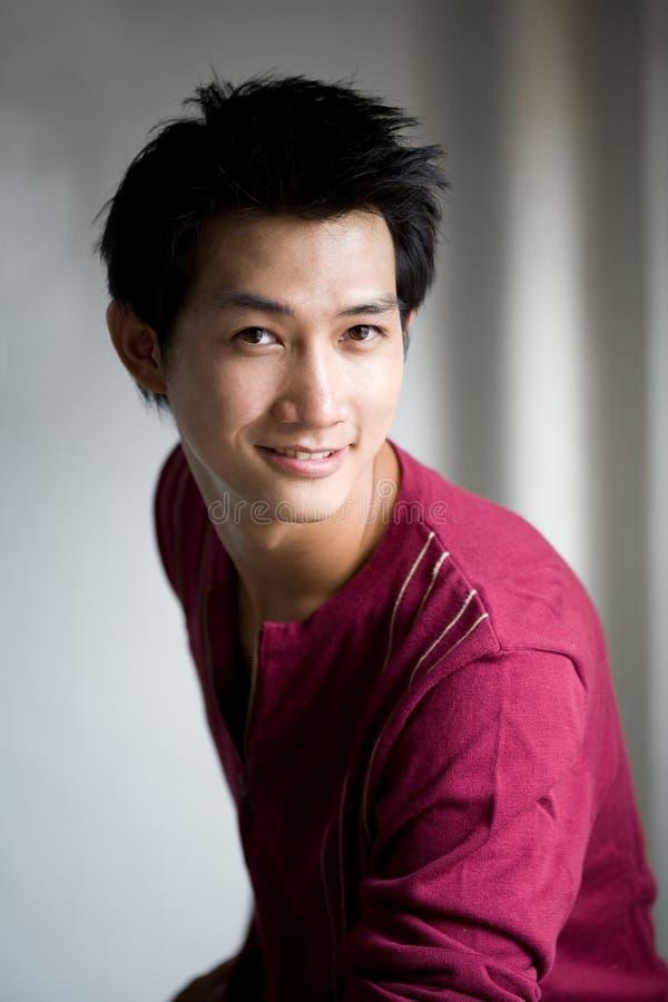 przystojny azjatykci uśmiech zdjęcia royalty free