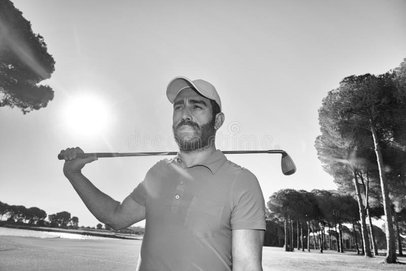Przystojny bliskowschodni golfista obrazy royalty free