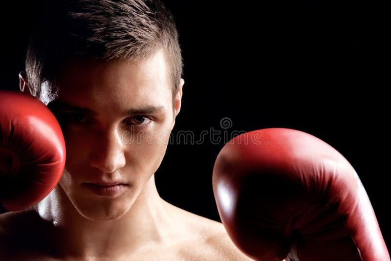 Przystojny boksu mistrz walczy z rywalem fotografia royalty free