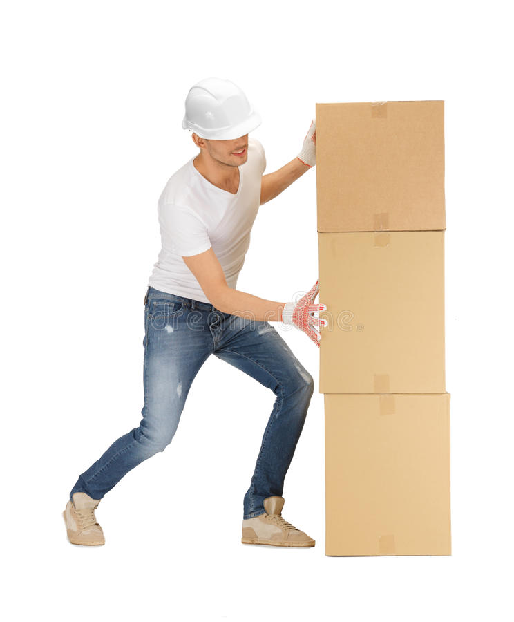 Przystojny budowniczy rusza się dużych pudełka fotografia stock