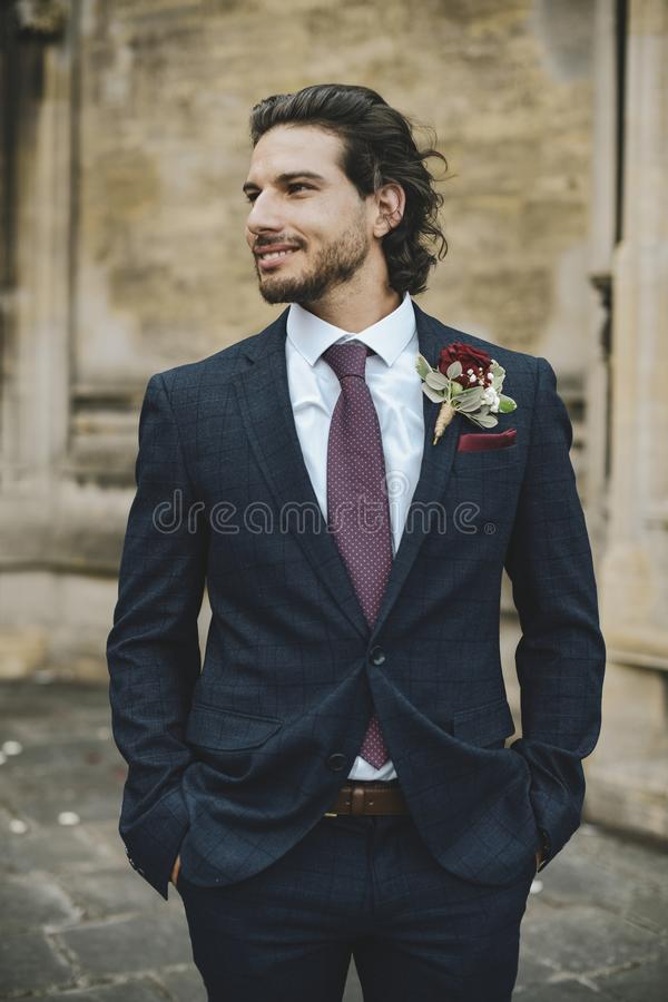 Przystojny fornal na jego dniu ślubu zdjęcie royalty free