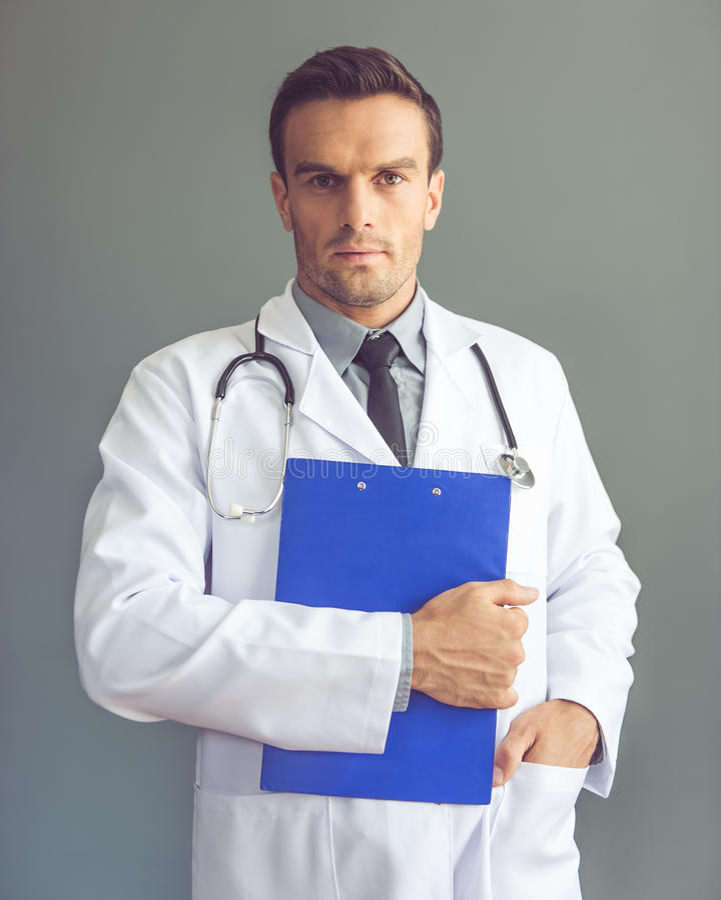 Przystojny lekarz medycyny obraz royalty free