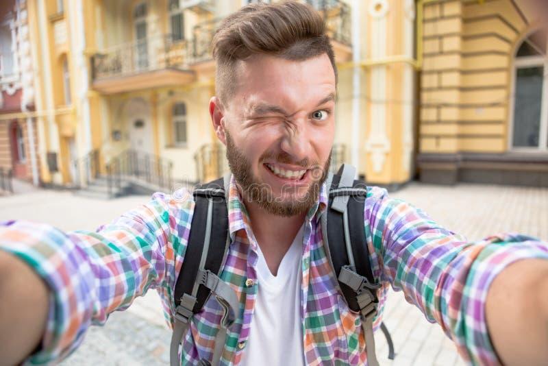Przystojny mężczyzna robi selfies zdjęcie stock