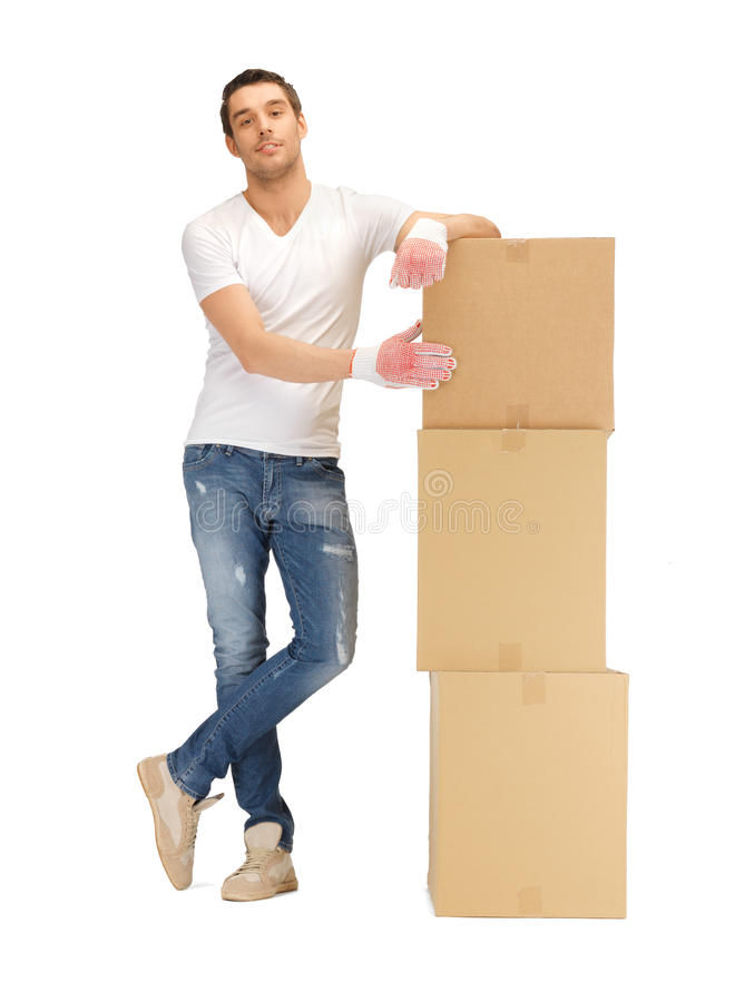 Przystojny mężczyzna z dużymi pudełkami obraz stock