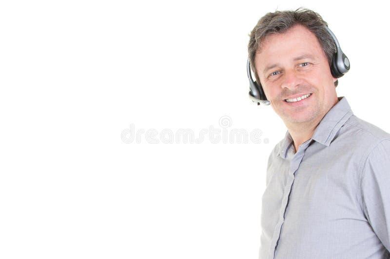 Przystojny mężczyzna z słuchawki działaniem jako centrum telefoniczne operator z kopii przestrzenią fotografia royalty free