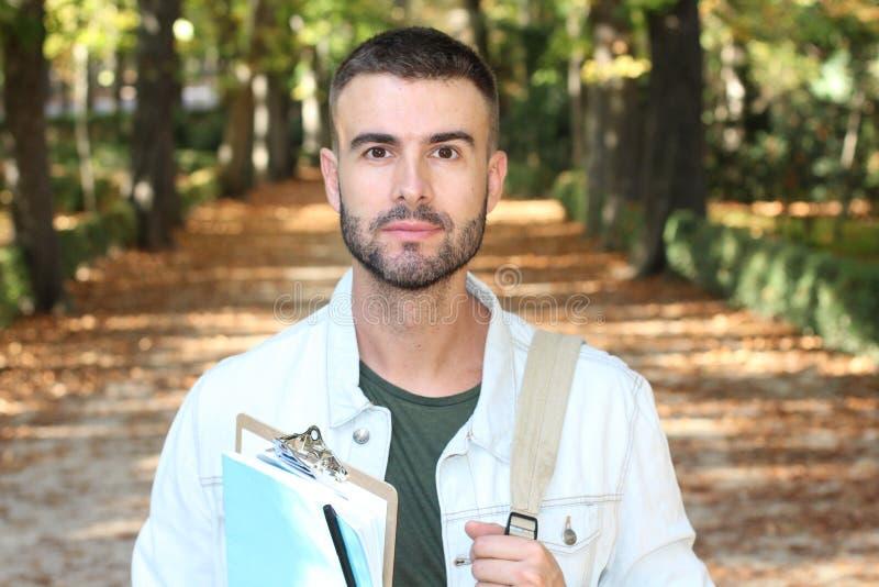 Przystojny męskiego ucznia outdoors zakończenie up fotografia stock