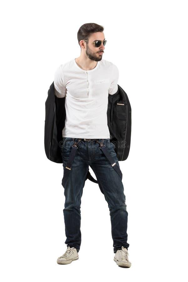 Przystojny młody człowiek bierze daleko kurtkę zdjęcia stock