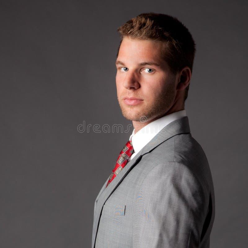 Przystojny Młody Człowiek w Kostiumu i Krawacie obraz stock