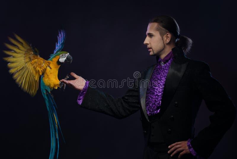 Przystojny magik zdjęcia royalty free