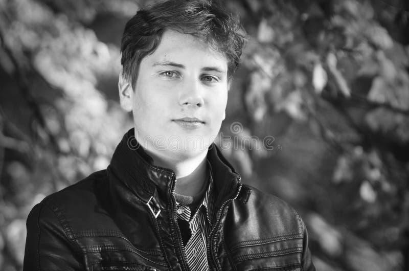 Przystojny nastoletni portret zdjęcia stock