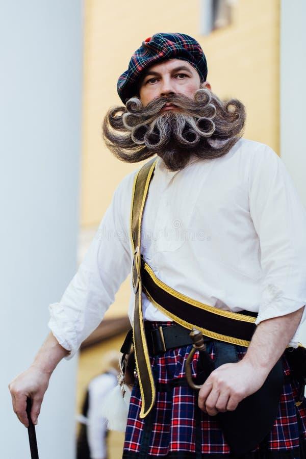 Przystojny portret odważny Scot z zadziwiającym wąsy i brodą fryzuje w Węgierskim stylu zdjęcie stock