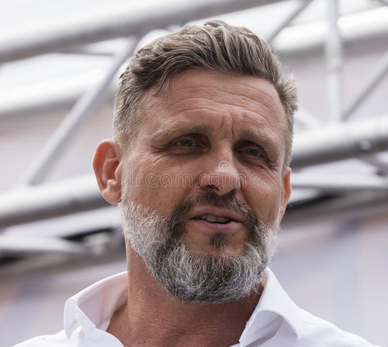 2019: Przystojny stary mężczyzna uczęszcza Gay Pride paradę także znać jako Christopher dnia Uliczny CSD w Monachium, Niemcy zdjęcia royalty free