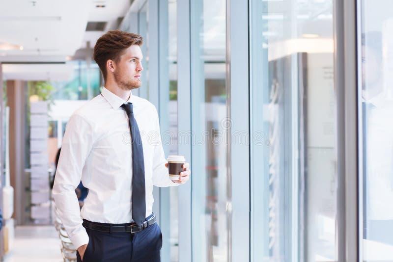 Przyszłość w biznesowej karierze i ambicje, portret młody biznesowy mężczyzna obraz stock
