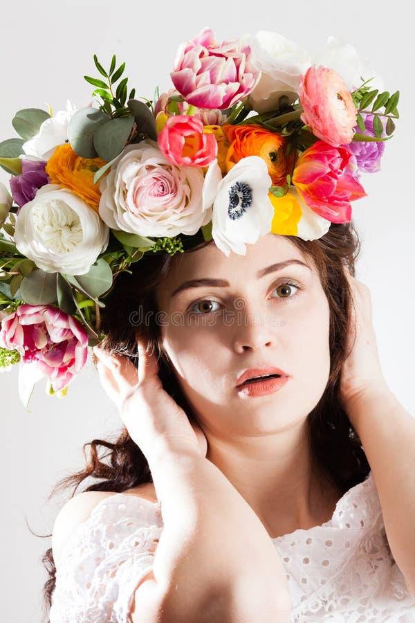 Przyszłości matka wianek z kwiatami zdjęcia royalty free