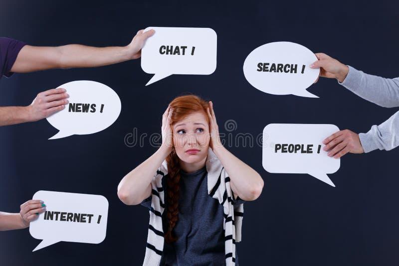 Przytłaczający kobiety i mowy bąble zdjęcia stock