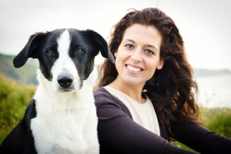 Psa i kobiety podróży portret zdjęcia royalty free