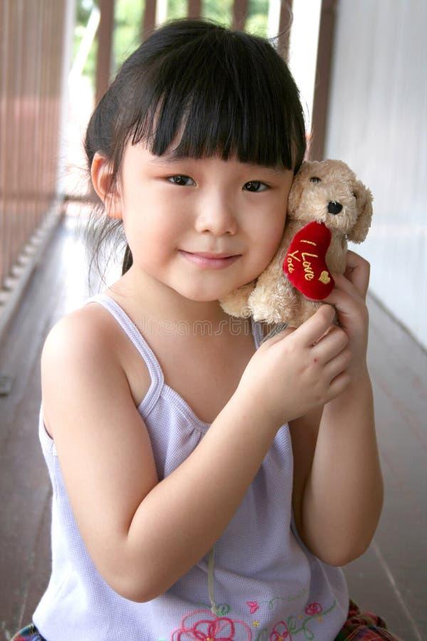 psia dziewczyny zabawka gospodarstwa zdjęcia royalty free