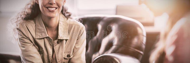 Psicólogo Having Session com seu paciente imagens de stock