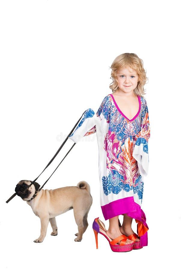 psiej smokingowej dziewczyny wiodący mama ładny s fotografia stock