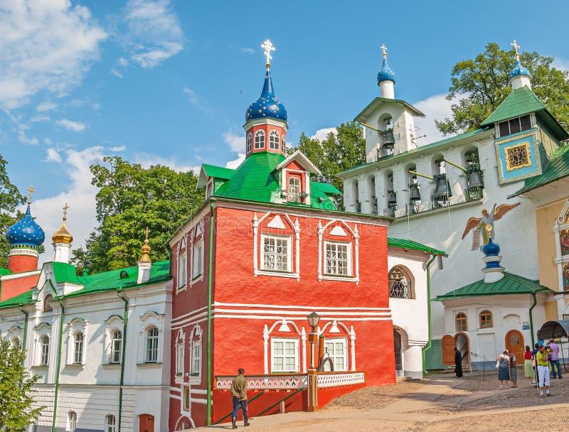 Pskov-grottor kloster arkivbilder