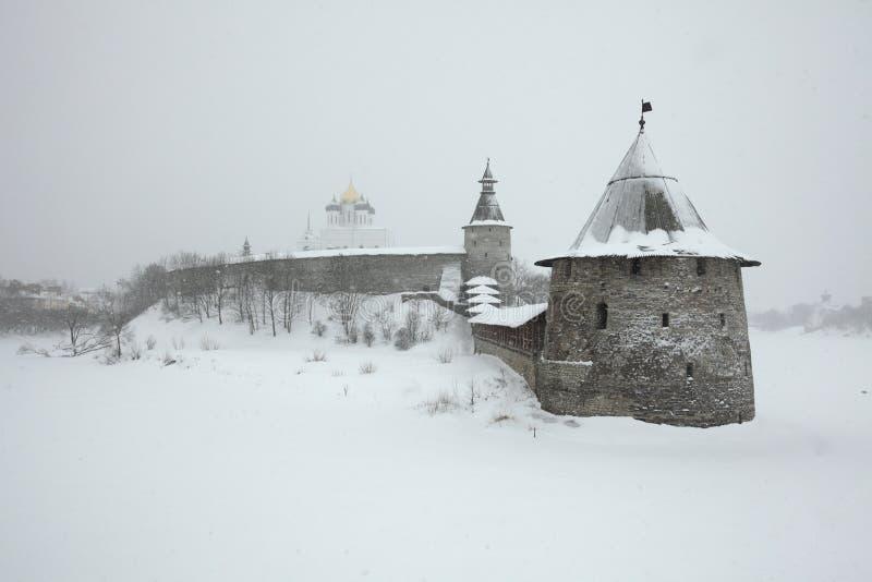 Pskov het Kremlin in Pskov, Rusland stock afbeelding