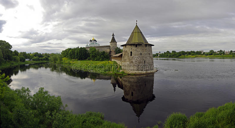 Pskov het Kremlin Rusland royalty-vrije stock afbeeldingen