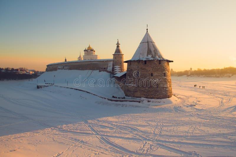 Pskov Kremlin Rivière Velikaya Hiver russe photos libres de droits