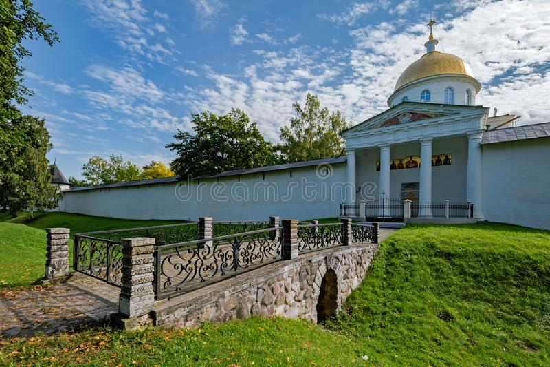 Pskovo-Pechersky Dormition kloster Pskov region, Ryssland royaltyfri bild
