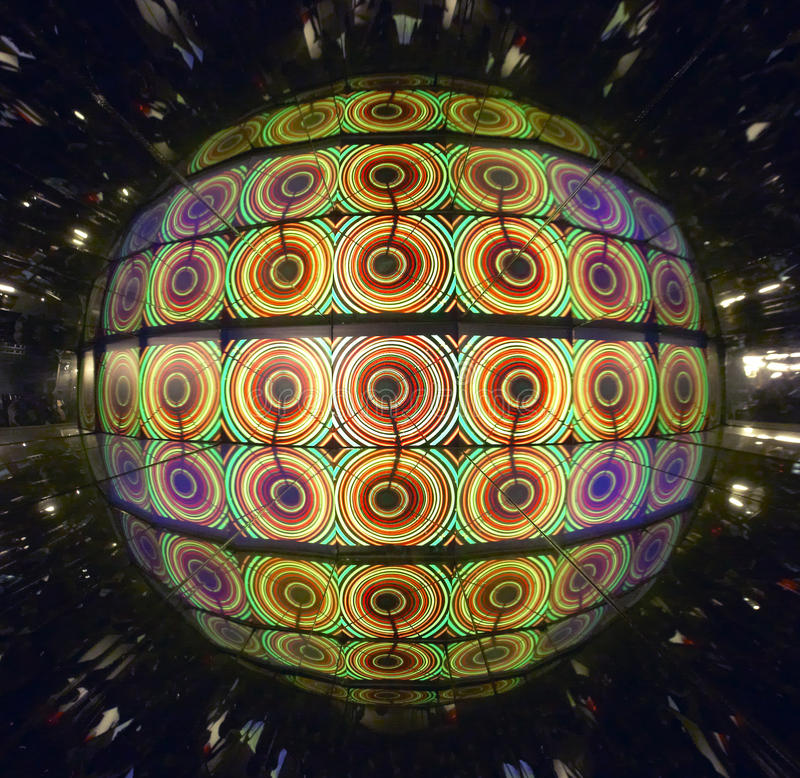 Psychedelische en multicolored sferische lichten met bezinningen vector illustratie