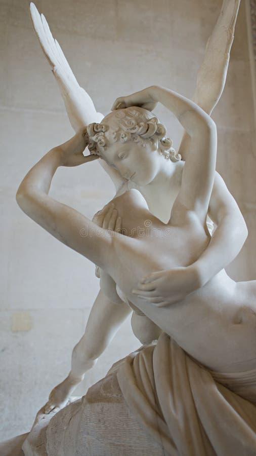 Psyches die door de Kusbeeldhouwwerk van de Cupido worden doen herleven stock afbeelding
