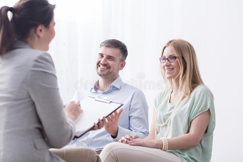 Psychotherapist filling in questionnaire on psychotherapy session royalty free stock photos