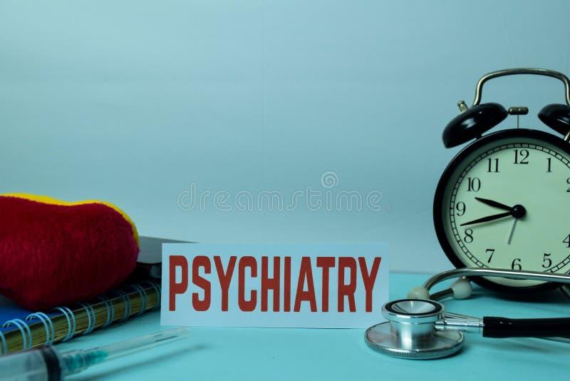 Psykiatriplanläggning på bakgrund av arbetetabellen med kontorstillförsel royaltyfria bilder