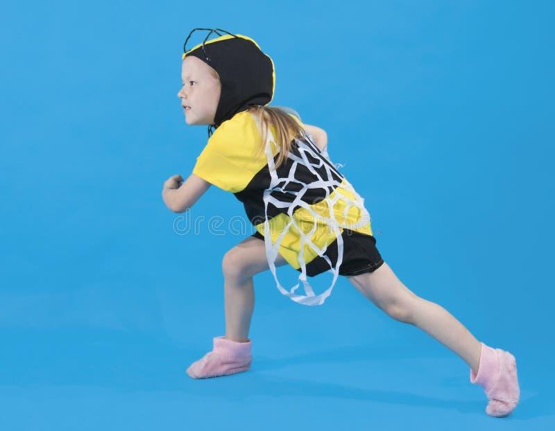pszczoły kostium ubierająca dziewczyna mała obrazy royalty free