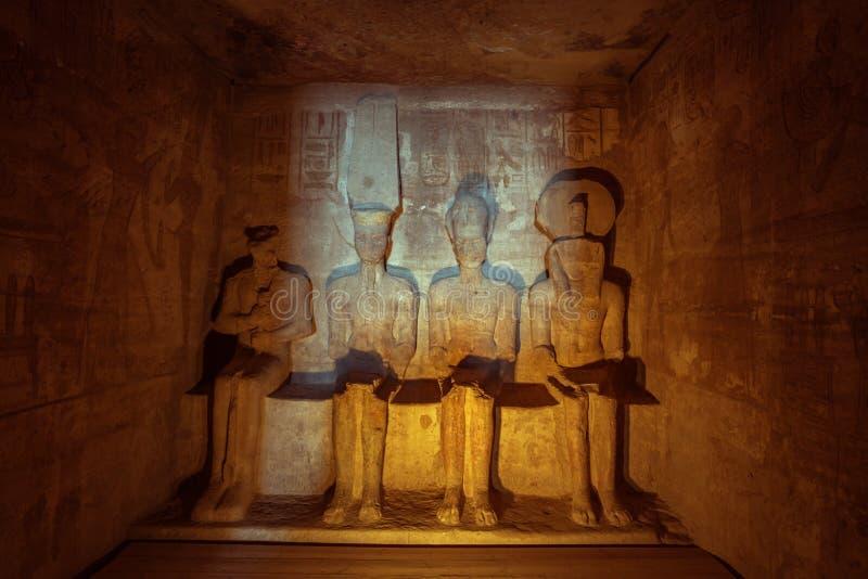 Ptah, amun-Ra, zitting Ramses en Ra-Horakhty naast elkaar stock foto