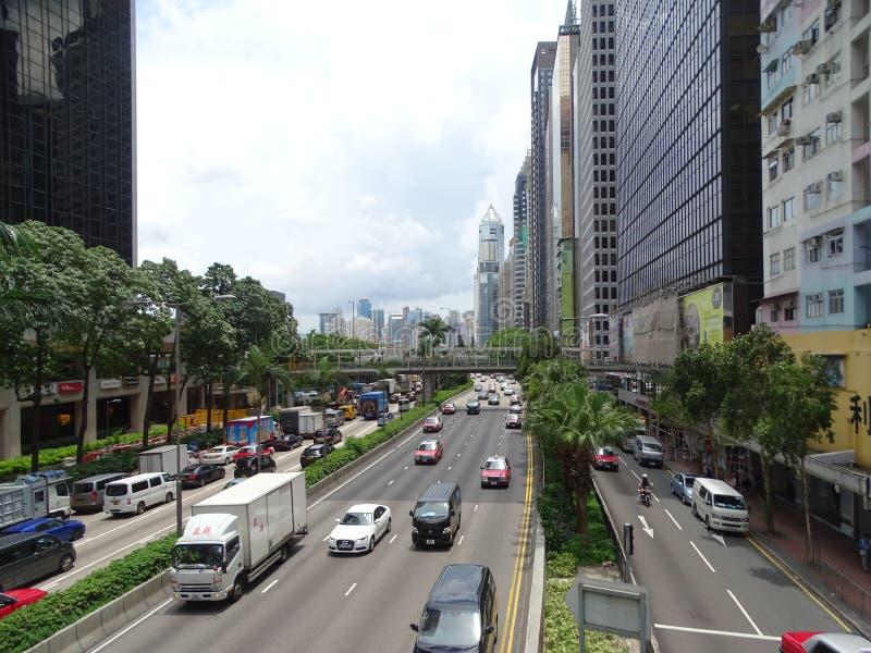Ptaka oka widok Gloucester Drogowy bieg przez Hong Kong na typowym chmurzącym dniu zdjęcia stock