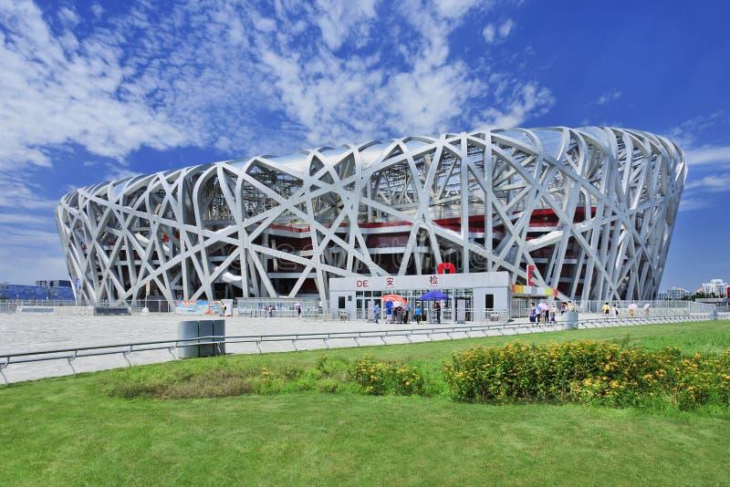 Ptasi ` s Gniazdowy Olimpijski stadium na letnim dniu, Pekin zdjęcia stock